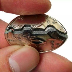 عملة معدنية قابلة للكسر والعودة
